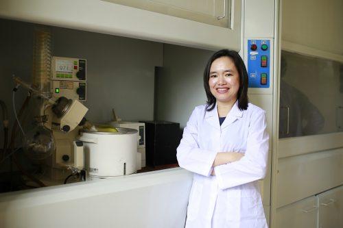 Chân dung nữ tiến sĩ chế tạo thành công CumarGold Kare dành cho bệnh nhân ung bướu