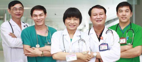 Đội ngũ y bác sĩ chăm sóc sức khỏe cho bệnh nhân ung thư
